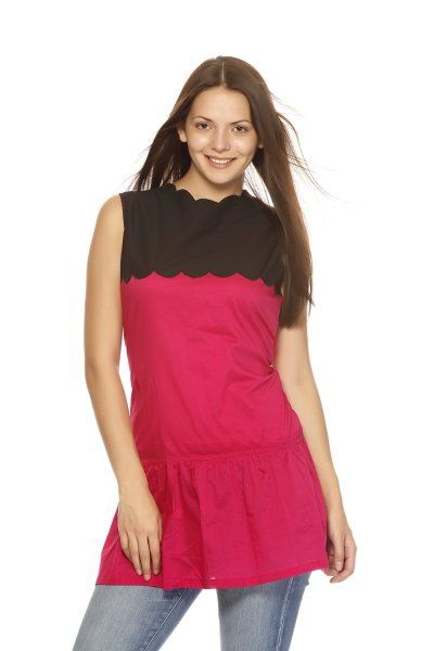 DS Pink & Black Cotton Cambric Zig Zag Shape Neck Kurti